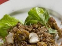 Гречневая каша с грибами и луком.