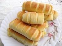 Несладкие булочки с соленым плавленным сыром.