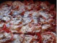 Пирог с томатами и козьим сыром