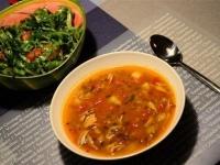 Суп с чечевицей и томатами.