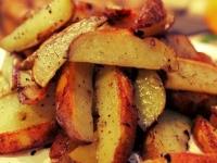 Хрустящие картофельные дольки в специях.