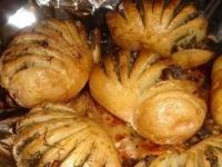 Картошка-гармошка с грибной начинкой.