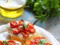 Гренки с сыром и запеченными помидорами